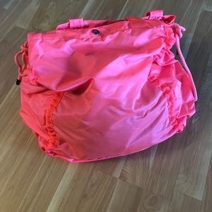Lululemon pack your practice gym bag- flashlight